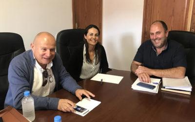 El Presidente de La Asociación de Empresarios, EXCELFUERT se reúne con el Alcalde del Municipio de Tuineje