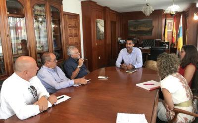Excelfuert, Asociación de Empresarios del Turismo y  el Alcalde de La Oliva Isai  Blanco Marrero se reúnen para intercambiar impresiones sobre diversos temas de interés para el sector turístico y para el Municipio